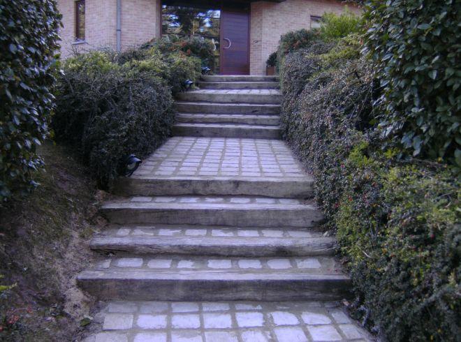 Allée et escaliers pavés